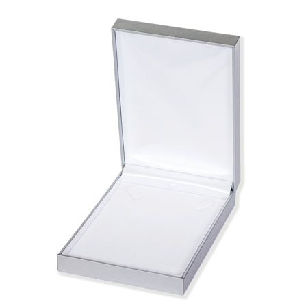 Argent Portrait Necklace Boxes Image